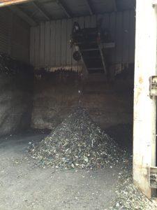 Première étape de recyclage des déchets du bac gris.